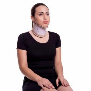 Colar cervical com apoio mentoniano - Alento Hospitalar